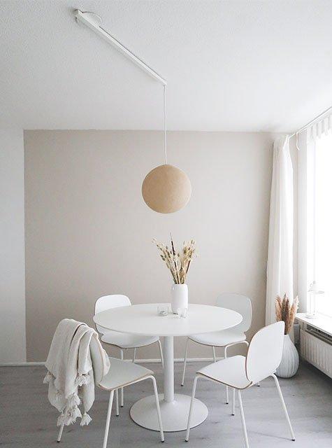Lightswing round dining table (Single Matt white)